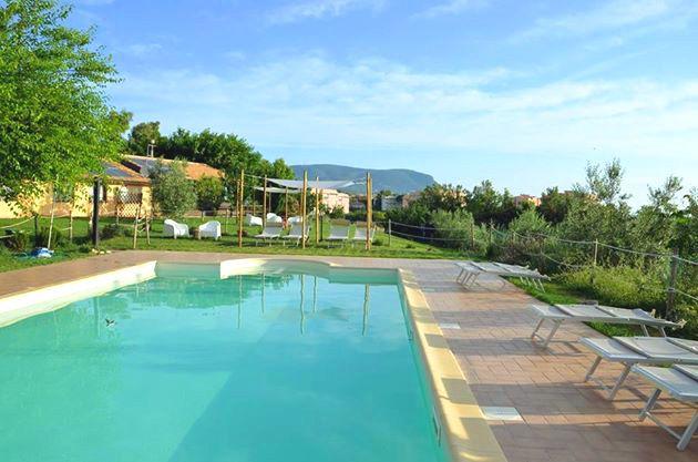 Agriturismo le Grange...a 700 metri dal mare, con piscina...nel Parco del Conero e nella Riviera del Conero