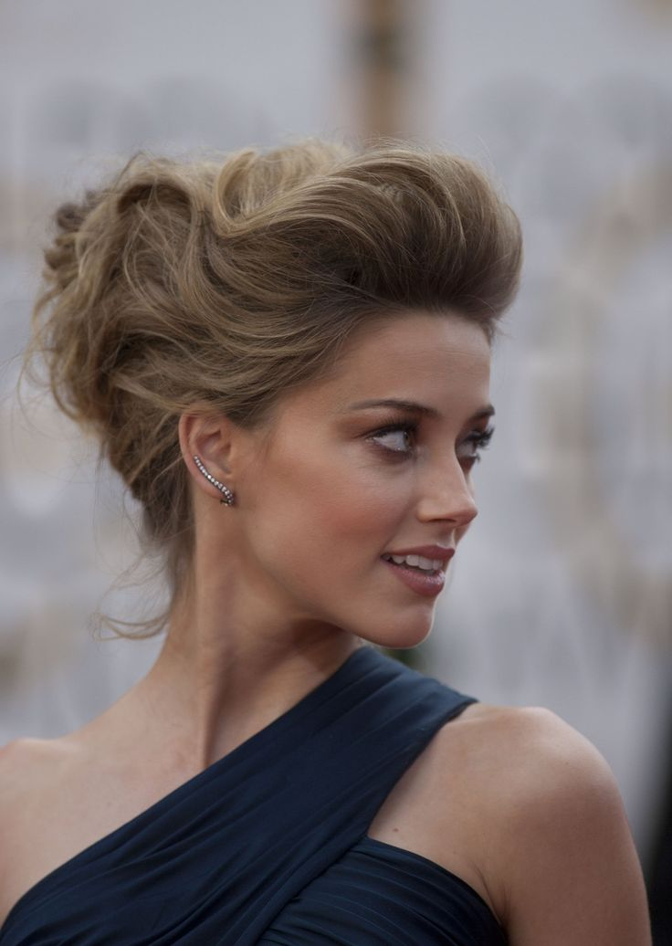 Amber Heard #Hair with strange amazing unique wavy ice-cream scoop updo <3