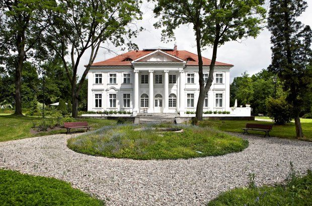 Dom w pałacyku z początku XX wieku. Wnętrza to ostoja nowoczesności