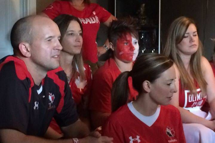 Rio 2016: Friends fiancée of womens rugby sevens captain Jen Kish cheer as Canada clinches bronze