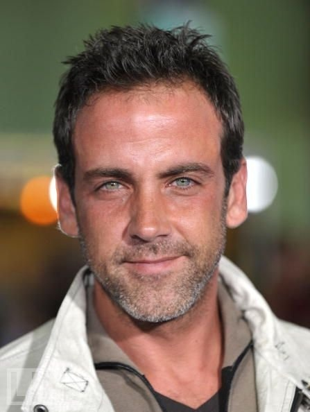 My new favorite show is Cristela!! It is funny, smart....ok, Carlos Ponce is in it!!!!! Enough said.