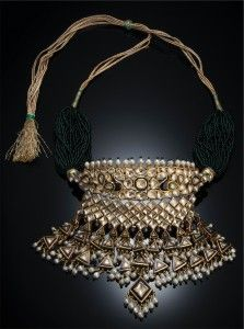 Necklace (arya) (cat. 65); Rajasthan, 19th century; gold, diamonds, enamel; height: 11.7 cm, width: 14 cm Private museum, USA, Inv. No. 15675