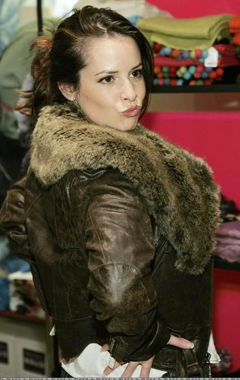 Holly Marie Combs. Why is she so cute?
