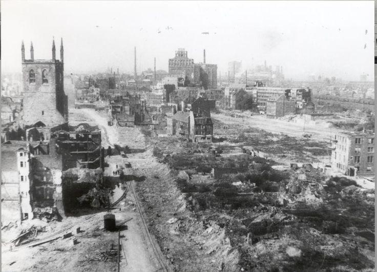 1000 Bomber, 5000 Tonnen Sprengstoff - und fast 900 Tote: Heute vor 70 Jahren wurde das alte Dortmund beim schwersten Luftangriff des Zweiten Weltkriegs komplett zerstört. Zum Jahrestag zeigen wir in Videos und Bildern, wie die Dortmunder das Inferno erlebten.