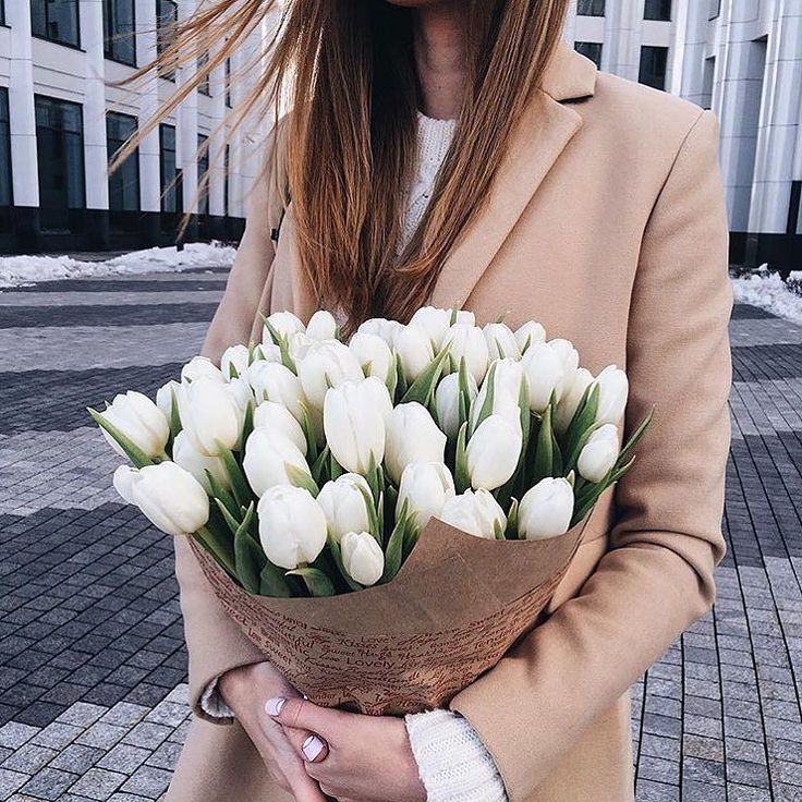 Obsessed with these white tulips