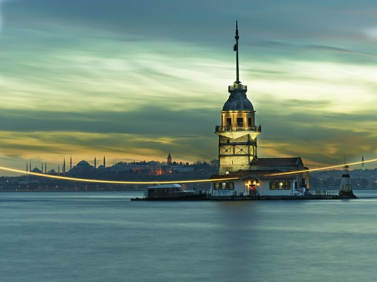 Kiz Kulesi Tower , Uskudar , Istanbul , Turkey