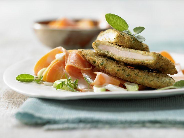 Gekräuterte Hähnchenschnitzel mit Kräuterkruste und Anis-Möhren - smarter - Kalorien: 538 Kcal - Zeit: 45 Min. | eatsmarter.de