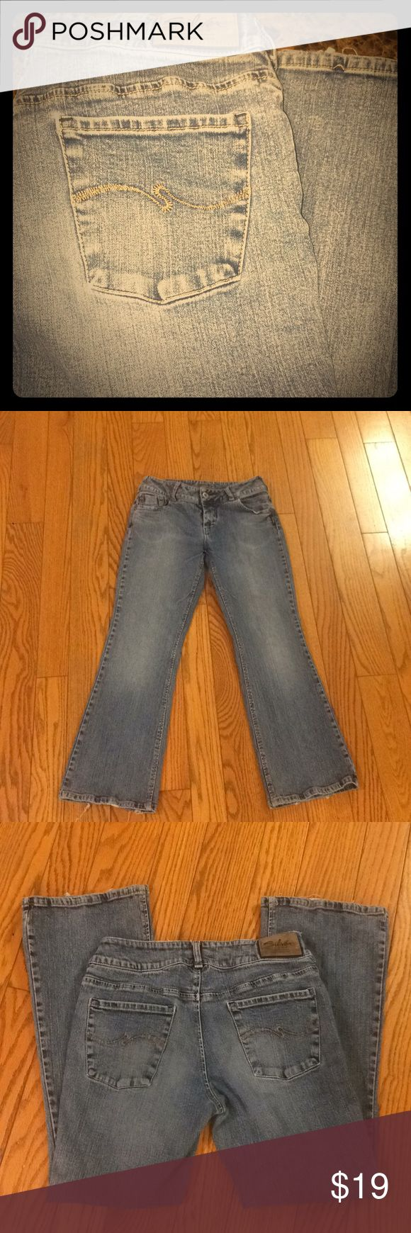 ✨ Silver Jeans Women's Bootcut Size 30 Silver women's jeans, bootcut, size 30, 30 inch inseam. Vintage type wash, super cute! Worn but well taken care of, no holes/stains etc. Small wear on the bottom of right pant leg hem, but nothing major, normal wear. Comes from smoke/pet free home. Silver Jeans Jeans Boot Cut