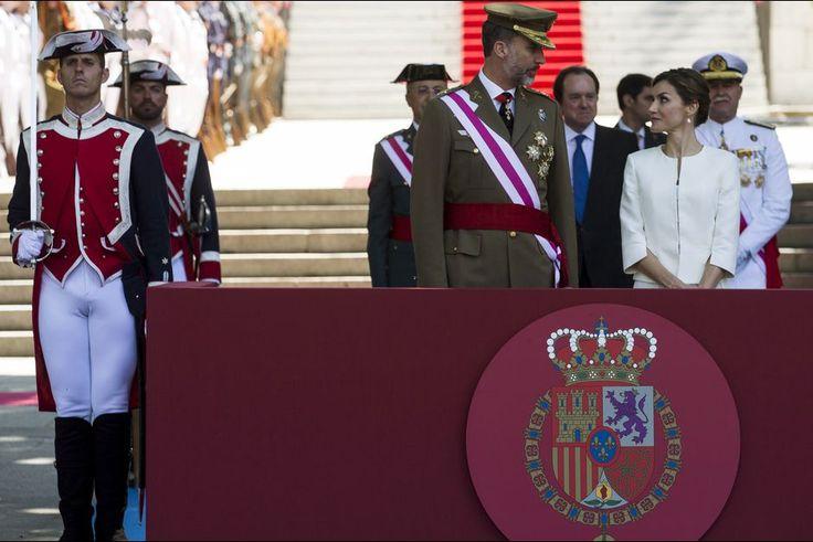 La reine Letizia d'Espagne avec le roi Felipe VI le jour de leur 11e anniversaire de mariage, le 6 juin 2015