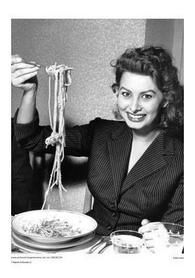 DUSTY: Sophia Loren´s spaghetti Con Pomodoro Crudo