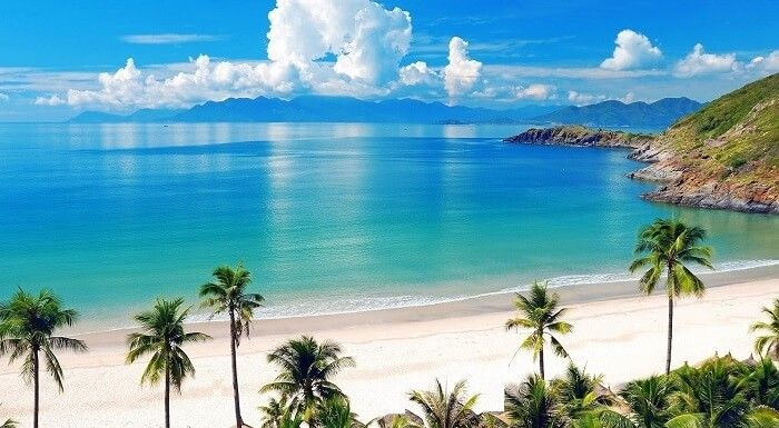 The beautiful panoramic view of Palawan Beach in Sentosa which is the best Singaporean beach