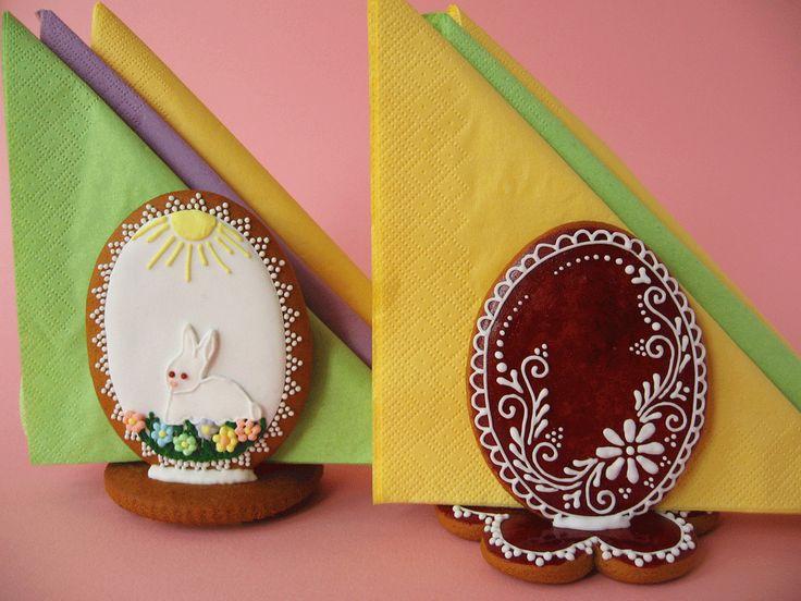 Közeleg a húsvét, a Kifőztük 4. számába készítettem mézesből néhány dolgot. Ezekkel a rendhagyó szalvétatartókkal a húsvéti asztalt tehe...