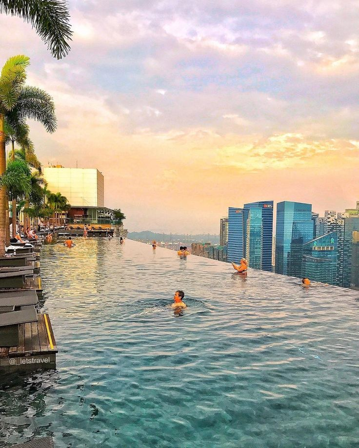 One of the most iconic infinity pool in the world!!!   Follow: @luxuryhotelpix -  @_letstravel_ |  @marinabaysands -  Tag #luxuryhotelpix to be featured - #destinationhotels  #travelgoals