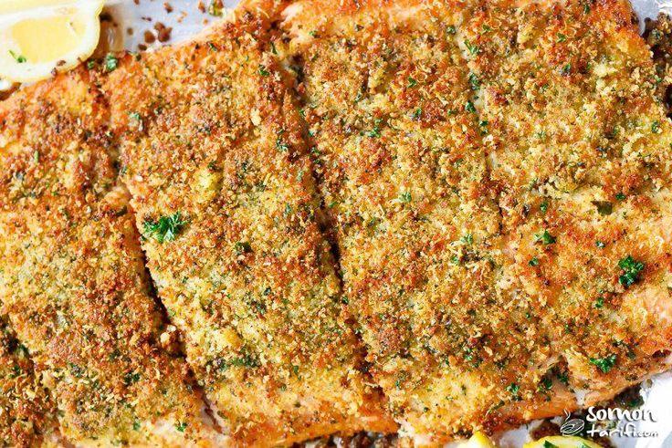 Parmesan peyniri ve tereyağı aroması ile fırında çıtır somon fileto hazırlaması çok kolay. Pratik, leziz, çıtır, omega-3 ve balık hepsi bir arada!