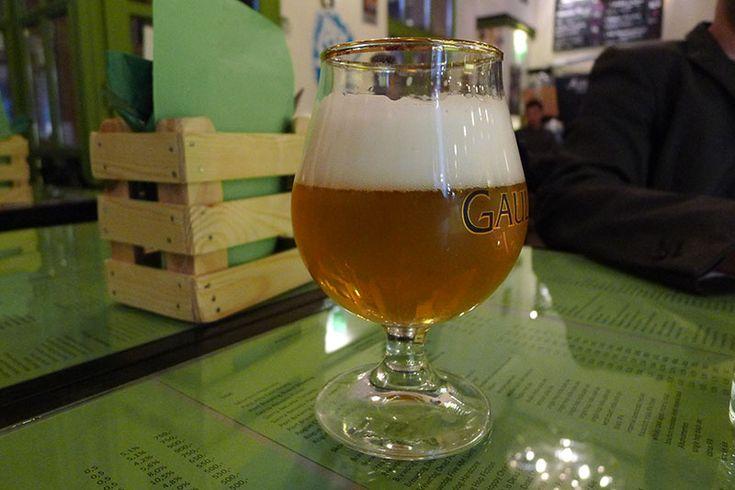 2013-ban írtam egy posztot Sörözés a kriptában címmel. Voltegy kisfelhördülés miatta, hiszen sokak kedvenc sörös helyét, a választékáról méltán híres Csakajósört mutattam be, nem kizárólaga jó oldaláról. Az ott leírtakat ma is igaznak érzem: rengeteg féle sör, nekem kissé távolságtartó…
