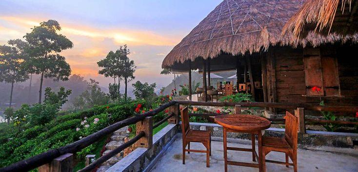 Sri Lanka, Ella: 98 Acres Resort and Spa ligger så smukt! Det er et lækkert hotel bygget udelukkende af genbrugstømmer, så det har et helt særligt rustikt look!