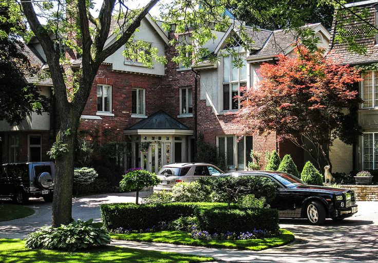 https://flic.kr/s/aHskUNJN3R | Dwellings - Rosedale | Rosedale is an affluent neighbourhood in Toronto, Ontario, Canada, which was formerly the estate of William Botsford Jarvis, and so named by his wife, granddaughter of William Dummer Powell, for the wild roses that grew there in abundance. (Wikipedia)