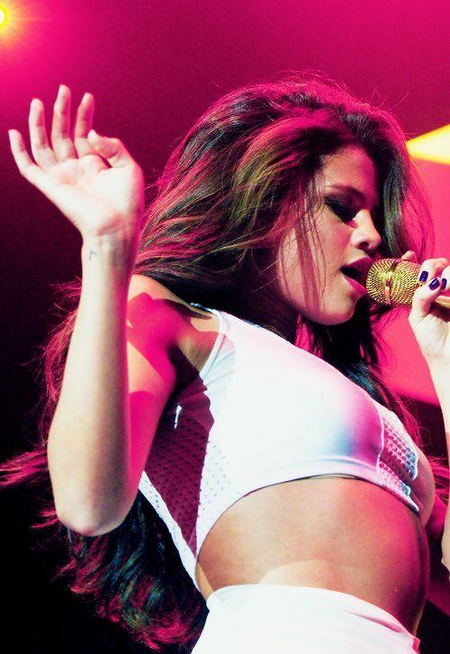 Selena Gomez in concert