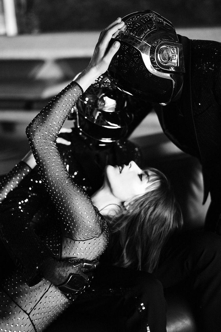 ダフトパンクが今度は女優ミラ・ジョヴォヴィッチと共演!『CR Fashion Book』掲載