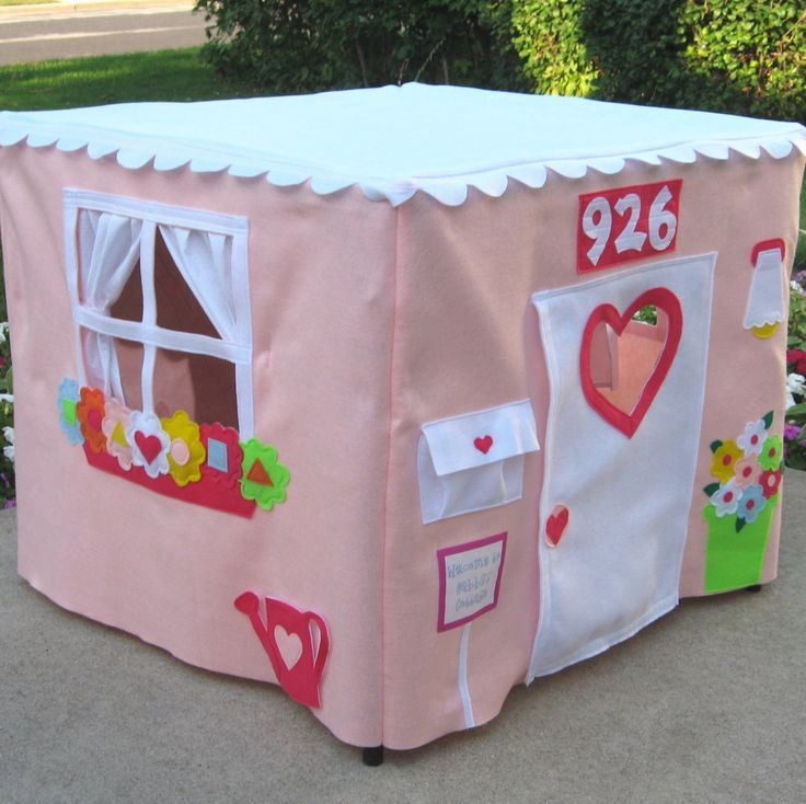 Another tablecloth play house idea over a card table! Do you have any idea what a huge hit I would be with my kids if I made them one of these?!