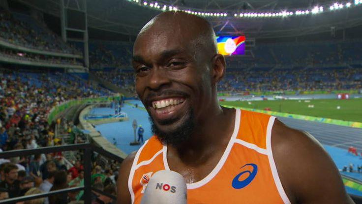 """#rio2016 Geen medaille maar wel een uitzonderlijk sportmens. Churandy Martina sprint na 5e plek op de 500 meter. Hij kende in de buitenbaan een geweldige start. De 32-jarige sprinter had tot de laatste centimeter zicht op een medaille. Het lukte net niet. Op een haar (0,01 seconde) miste hij brons. Het tastte het humeur van Martina niet aan. Die keek direct vooruit naar 2020. """"Daar ga ik voor"""", zei hij over de Spelen in Tokio."""