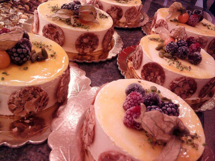 Il nostro semifreddo top! cuore di cioccolato crema al pistacchio amarene intere e crema alla vaniglia