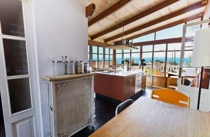 There are kitchens they just invite to cook.. Génova, amazing house & a lot of character for sale.