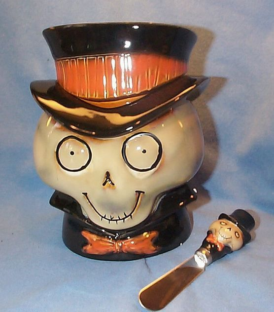 HOW could I be such a die hard Halloween fan and have known nothing about the Yankee Candle Boney Bunch characters until finding them in an image search this year?