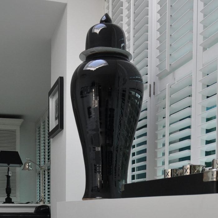 grote vaas Temple zwart met deksel