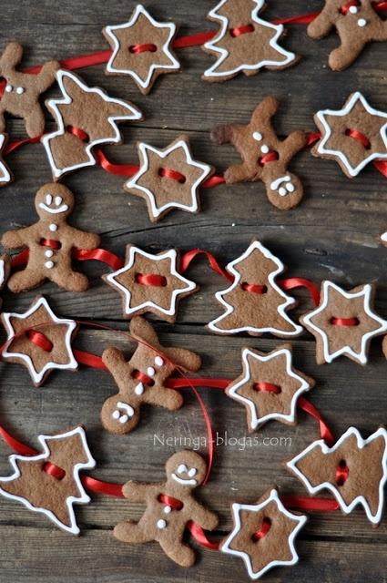 The Homestead Survival: Gingerbread Christmas Tree, People & Snowflake Garland Recipe