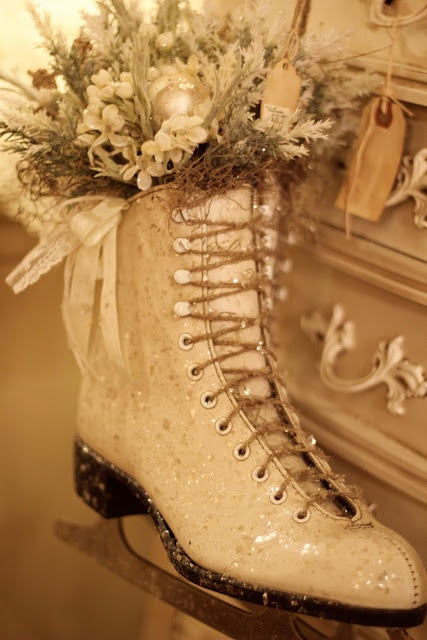For ice dancers/figure skaters - A creative way to decorate for Christmas. @Carli Jenkins