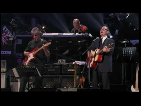 "Paul Carrack --- ""While My Guitar Gently Weeps"" - ""Mientras Mi Guitarra Llora Suavemente"""