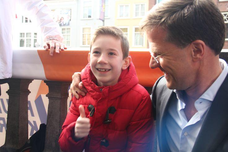 De jeugd van nu, de kiezer van de toekomst! Op de foto met Mark Rutte