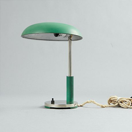 Bordslampa i funkisstil. Slutpris 1600 kr på auktion augusti 2014