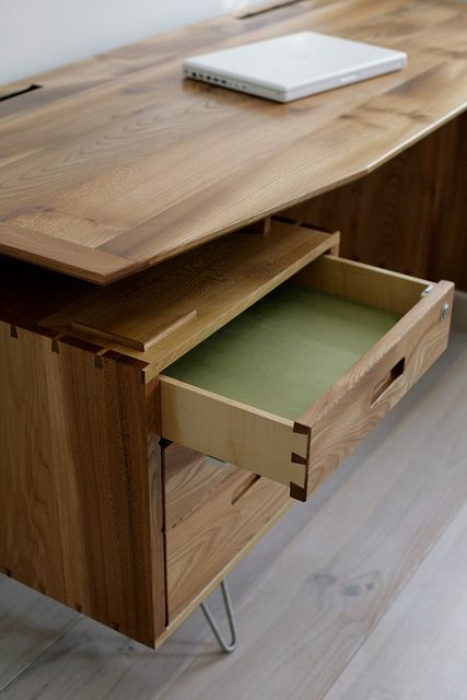 Retro desk in elm 3