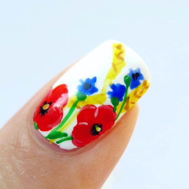 My field flowers freehand nail art once again, because I love it  @winstonia_store brushes are awesome  Videotutorial on YT➡️link in bio⬅️ Follow #31dc2016thecieniu for more