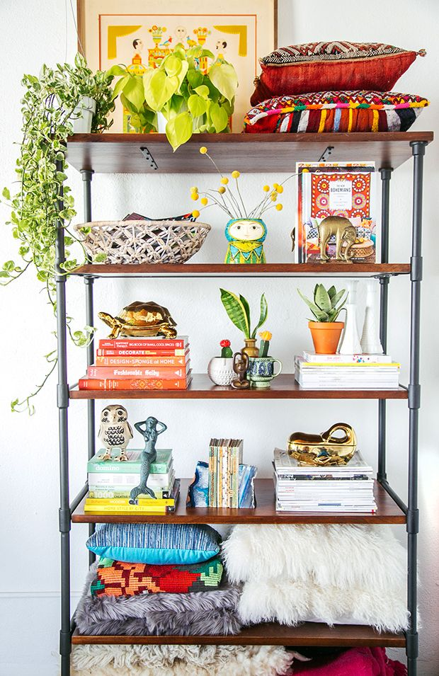Add personality to an empty bookshelf with styling advice from @justinablakeney. Pro-tip: organize books by size and color, starting with the biggest books on bottom. http://www.thejungalow.com/2015/04/how-to-style-shelves-with-personality.html