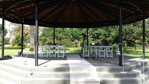 Queens garden wedding ceremony in Perth