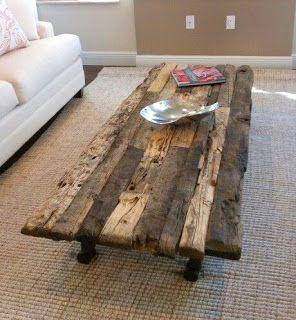 mesa elaborada con tablas de madera recuperada