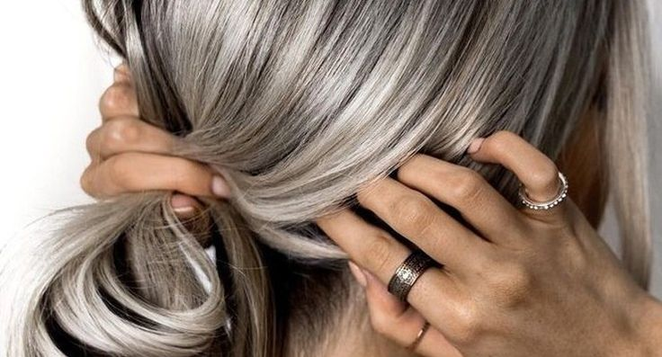 Heb jij last van dun haar? Dan hebben wij de ideale tips en tricks hoe je er makkelijk vanaf komt zodat jij er weer goed uitziet.