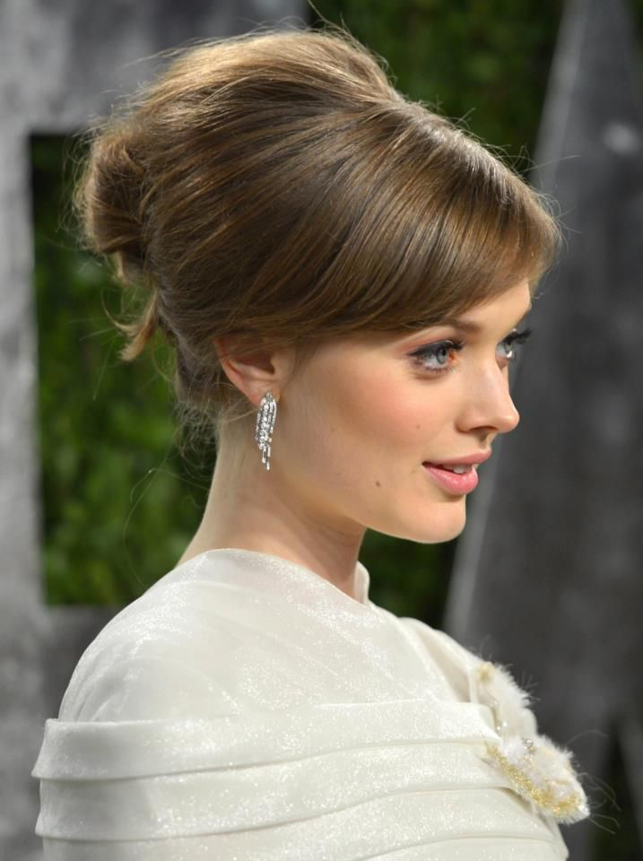 """Bella Heathcote at the 2013 Vanity Fair Oscar party in CHANEL Fine Jewelry: """"Fontaine"""" earrings.     Photo: Alberto E. Rodriguez/Wire Image"""