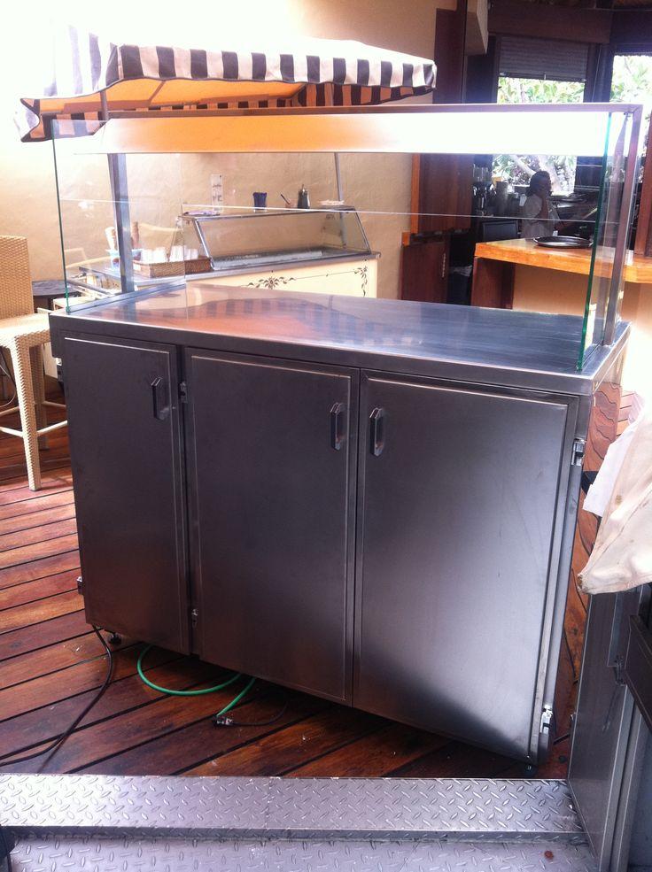 Muebles en acero inoxidable para mantener los platos for Muebles de oficina tenerife