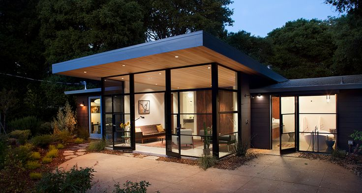 Ana-Williamson-Menlo-Park-01 Minimal and sophisticated, this structure most likely uses flush headers above the window wall and spans between cantilevered beams above each of the four discrete columns. Roof joists from the header to the roof eave would then be supported at the roof edge with a structural rim joist..