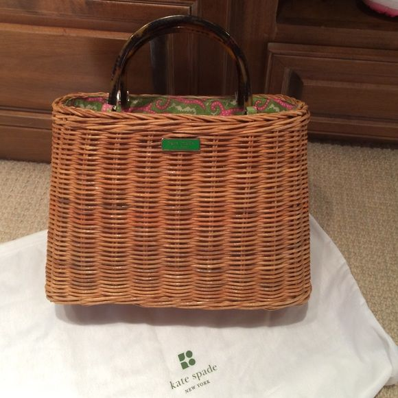 kate spade straw handbag Authentic Kate spade straw bag with tortoise handles.  Print interior with two interior zipper pockets.  Excellent condition with very little wear.  Open top for easy access.  Dust cover included. kate spade Bags Totes