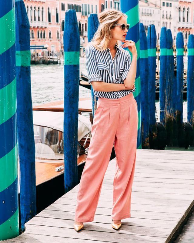 Een Italiaanse favoriet: de Palazzobroek. Een broek met extreem wijde pijpen, zoals deze van @Asos. Italiaans chic zo met een nonchalante overhemdblouse van @HM. #Maandagmorgen #modeinspiratie #fashion #Palazzo #Italianstyle #Libelle20 #Styling: Judith de Ruiter Fotografie: @esmeefrankenphotography