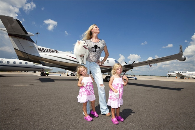 The Queen of Versailles:    Jackie Siegel and her children  the rise and rapid fall of the American Dream