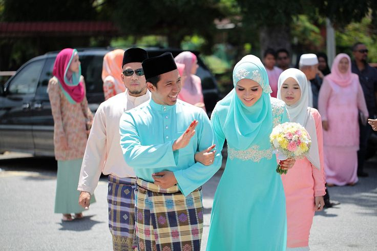 malay wedding. after the aqad nikah ceremony. couple wearing tiffany blue / light turqoise