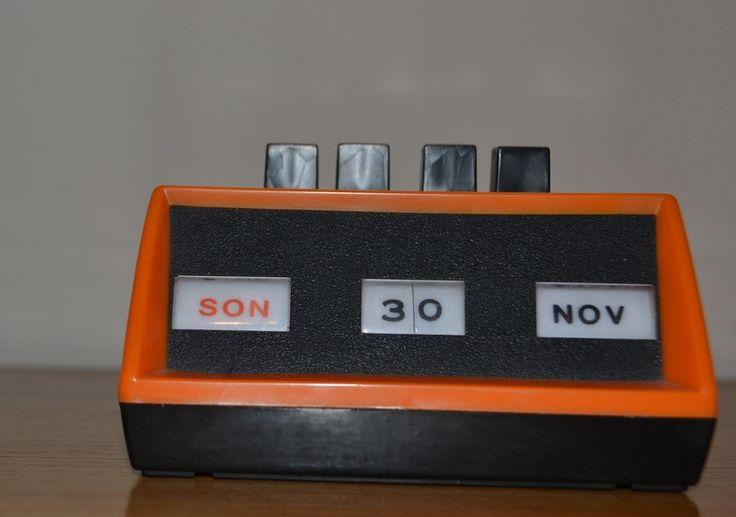 Vintage Ewiger Kalender 70s Orange von Modern Vintage Projekt auf DaWanda.com