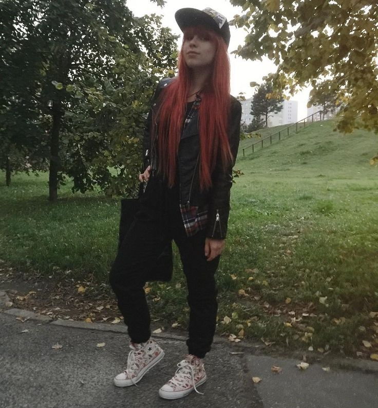 I slept 4 hours. I am sleepy. 😩. But yesterday I bought ukulele and I just couldn't make myself go to sleep earlier 🙈🎵😅 #redhead #girlswithredhair #longhair #ootd #outfit #converse #ukulele