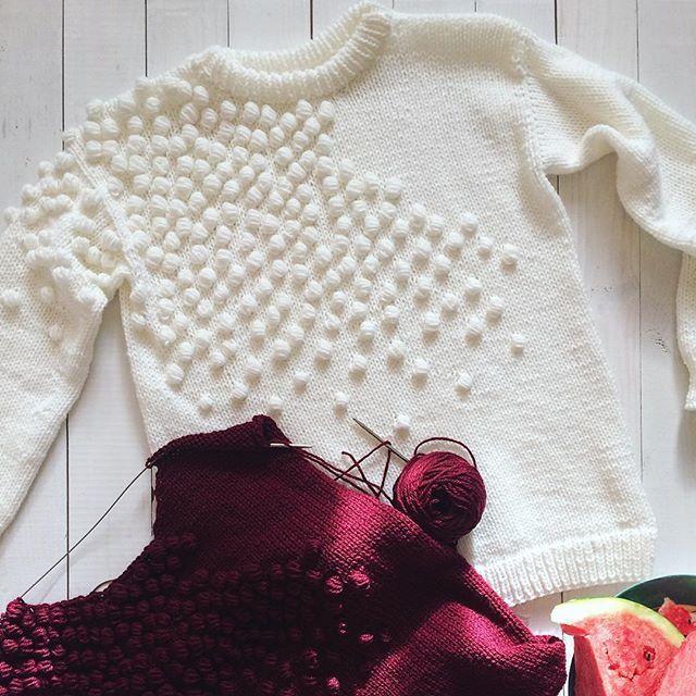 В наличии, белый  #свитер_byemili с россыпью из шишечек  Из детской полушерсти, очень мягкий и лёгкий, идеально на размер S и М Цена 4500₽, (продан❌) доставка по РФ бесплатная  Всё сбудется! Всё свяжется! #handmadebyemili